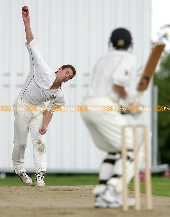 S Hammond of Hutton bowls to J Walton - Shenfield CC vs Hutton CC - Essex Cricket League - 16/06/07 - MANDATORY CREDIT: Gavin Ellis/TGSPHOTO - IMAGES USED WILL BE INVOICED AT STANDARD RATES....