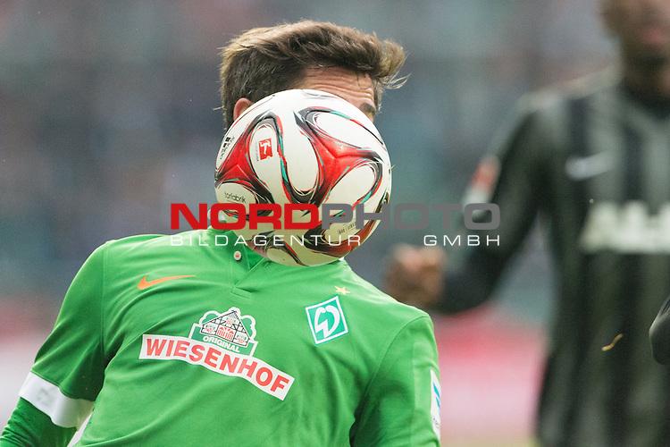 14.02.2015, Weser Stadion, Bremen, GER, 1.FBL. Werder Bremen vs 1. FC Augsburg, im Bild<br /> <br /> <br /> Fin Bartels (Bremen #22)<br /> Einzelaktion, Halbk&ouml;rper / Halbk&ouml;rper,<br /> <br /> <br /> <br /> Foto &copy; nordphoto / Kokenge