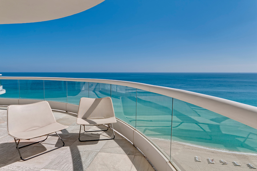 Big terrace with ocean view in beach in Miami.
