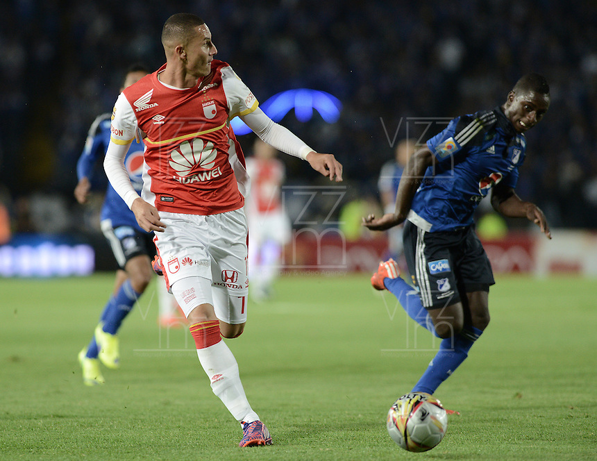 BOGOTA - COLOMBIA -14 -03-2015: Deiver Machado (Der) jugador de Millonarios disputa el balón con Luis Paez (Izq) jugador de Independiente Santa Fe durante partido por la fecha 10 de la Liga Águila I 2015 jugado en el estadio Nemesio Camacho El Campín de la ciudad de Bogotá./ Deiver Machado (R) player of Millonarios fights for the ball with Luis Paez (L) player of Independiente Santa Fe during the match for the 10th date of the Aguila League I 2015 played at Nemesio Camacho El Campin stadium in Bogotá city. Photo: VizzorImage / Gabriel Aponte / Staff.