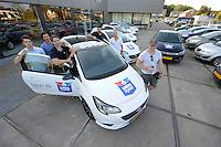 IJSHOCKEY: HEERENVEEN: Uitreiking sponsorauto's bij Opel dealer Siton in Heerenveen aan een selectie van ijshockeyspelers en de coach van de UNIS Flyers, v.l.n.r. Kevin Nijland, Pipo Limnell, coach Mike Nason, Marco Postma, Ronald Wurm, Yan Turcotte, ©foto Martin de Jong