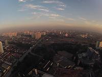 SAO PAULO, SP, 04 DE MARÇO 2013 -  CLIMA TEMPO PAULISTA - Amanhecer visto a partir do bairro da Mooca na região leste da capital paulista, neste segunda-feira, 04 . A máxima prevista é de 30 graus. FOTO: LUIZ GUARNIERI/ BRAZIL PHOTO PRESS.