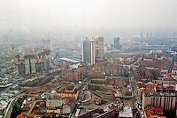"milano, vista dalla nuova sede della regione lombardia verso l'area garibaldi-isola, oggetto di riqualificazione nel progetto porta nuova --- milan, view from the new skyscraper headquarter of Lombardy Regional authority towards the construction yards for the ""porta nuova"" requalification project on the garibaldi-isola area."