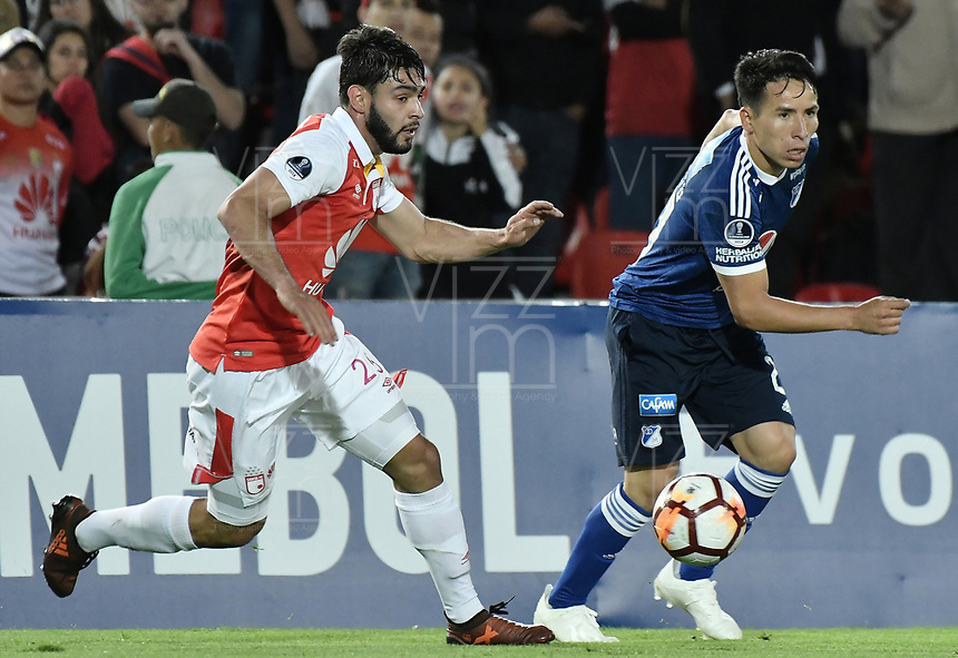 BOGOTÁ - COLOMBIA, 18-09-2018: Nicolas Gil (Izq) jugador de Independiente Santa Fe disputa el balón con Oscar Barreto (Der) jugador de Millonarios durante partido de ida por los octavos de final de la Copa CONMEBOL Sudamericana 2018 jugado en el estadio Nemesio Camacho El Campín de la ciudad de Bogotá. / Nicolas Gil (L) player of Independiente Santa Fe vies for the ball with Oscar Barreto (R) player of Millonarios during first leg match for the eight finals of CONMEBOL Sudamericana 2018 cup played at Nemesio Camacho El Campin stadium in Bogotá city.  Photo: VizzorImage / Gabriel Aponte / Staff