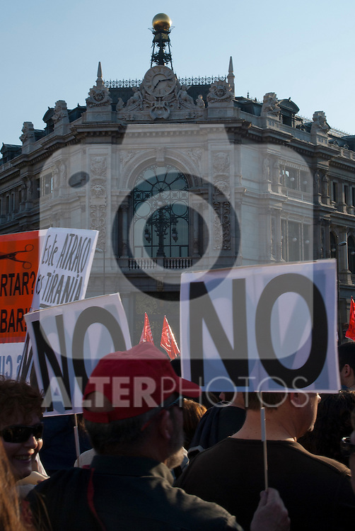 Crowd Carrying Protest Signs..(ALTERPHOTOS/Muñoz Alconada)