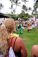 Spectators at the free monthly concert of traditional Hawaiian music and dance at the Hulihe'e Palace, in honour of Hawaiian royalty. Kailua-Kona, Big Island, Hawaii