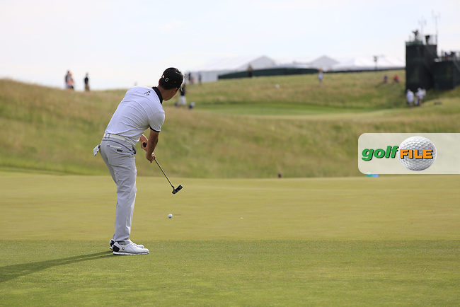 Kevin Na (USA) putts onto the 3rd green during Friday's Round 2 of the 117th U.S. Open Championship 2017 held at Erin Hills, Erin, Wisconsin, USA. 16th June 2017.<br /> Picture: Eoin Clarke | Golffile<br /> <br /> <br /> All photos usage must carry mandatory copyright credit (&copy; Golffile | Eoin Clarke)