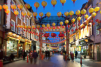 United Kingdom, London: Chinatown's Gerrard Street with Chinese New Year decorations | Grossbritannien, England, London: Gerrard Street in Chinatown mit Dekoration fuer das Chinesische Neujahrsfest - 2011 das Jahr des Hasen