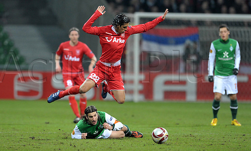 Bremen's Naldo Torsten Frings (bottom) fights for the ball with Enschede's Bryan Ruiz during the Europa League last 32 second leg match Werder Bremen vs Twente Enschede at Weser stadium in Bremen, Germany, 25 February 2010. German Bundesliga club Bremen defeated Dutch side Enschede 4-1 and goes on to the round of the last 16. Photo: Carmen Jaspersen /Actionplus. Editorial Use UK.