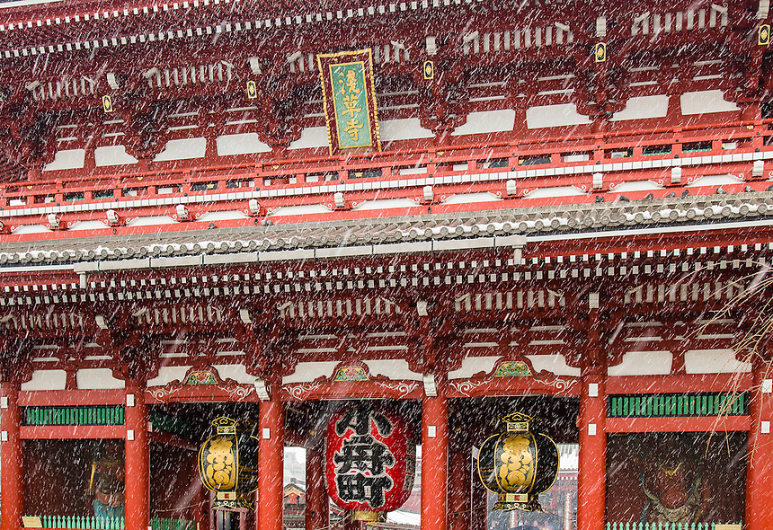 Sensoji Temple in Tokyo`s heaviest snow for 46 years.