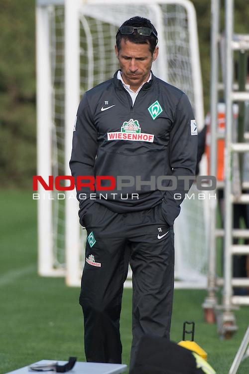 Trainingsgel&auml;nde, Jerez, ESP, 1.FBL, Trainingslager Werder Bremen 2014,  12.01.2014, <br /> <br /> Robin Dutt (Trainer Werder Bremen)<br /> <br /> Gestik, Mimik,<br /> nachdenklich / unzufrieden / niedergeschlagen<br /> Foto &copy; nordphoto/ Kokenge