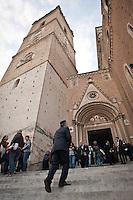 L'ingresso del Duomo San Giustino. La processione del Venerdì santo (o del Cristo morto) a Chieti è la più antica d'Italia. La sua origine, risalirebbe all'842 d.C. Photo: Adamo Di Loreto/BuenaVista*photo