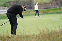 Shane Lowry (IRL) chipping in from off the green on 17th during the final round of the US Open Championship, Pebble Beach Golf Links, Monterrey, Calafornia, USA. 16/06/2019.<br /> Picture Fran Caffrey / Golffile.ie<br /> <br /> All photo usage must carry mandatory copyright credit (© Golffile | Fran Caffrey)