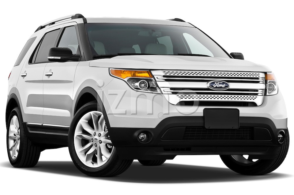 Ford Explorer XLT 2011 Low aggressive passenger side front three quarter view Stock Photo