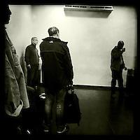 Die Smoker-Lounge im Flughafen von Kairo.<br /> 20.12.2014, Kairo/Aegypten<br /> Copyright: Christian-Ditsch.de<br /> [Inhaltsveraendernde Manipulation des Fotos nur nach ausdruecklicher Genehmigung des Fotografen. Vereinbarungen ueber Abtretung von Persoenlichkeitsrechten/Model Release der abgebildeten Person/Personen liegen nicht vor. NO MODEL RELEASE! Nur fuer Redaktionelle Zwecke. Don't publish without copyright Christian-Ditsch.de, Veroeffentlichung nur mit Fotografennennung, sowie gegen Honorar, MwSt. und Beleg. Konto: I N G - D i B a, IBAN DE58500105175400192269, BIC INGDDEFFXXX, Kontakt: post@christian-ditsch.de<br /> Bei der Bearbeitung der Dateiinformationen darf die Urheberkennzeichnung in den EXIF- und  IPTC-Daten nicht entfernt werden, diese sind in digitalen Medien nach &sect;95c UrhG rechtlich geschuetzt. Der Urhebervermerk wird gemaess &sect;13 UrhG verlangt.]