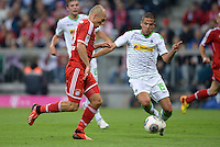 Fussball  1. Bundesliga  Saison 2013/2014   1. SPIELTAG FC Bayern Muenchen - Borussia Moenchengladbach       09.08.2013 Arjen Robben (li, FC Bayern Muenchen) gegen Alvaro Dominguez (re, Borussia Moenchengladbach)