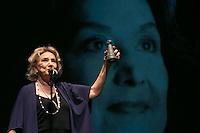 SAO PAULO. SP. 11.03.2014. ENTREGA TROFEU APCA. O atriz Eva Wilma recebe troféu APCA (Associação paulista dos críticos de arte)  em homenagem aos seus sessenta anos de carreira. A cerimônia de entrega do Troféu APCA aconteceu na noite desta terça feira no Sesc Pinheiros, na zona oeste da capital paulista. (Foto: Adriana Spaca/Brazil Photo Press)
