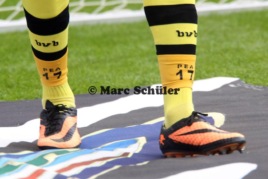 Pierre Aubameyang (BvB)  mit seiner Trikotnummer und Initialen auf den Socken - Eintracht Frankfurt vs. Borussia Dortmund