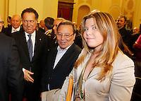 ALESSANDRA CLEMENTE , FIGLIA DI SILVIA RUOTOLO VITTIMA INNOCENTE  DELLA CAMORRA NAPOLETANA E'  NOMINATA ASSESSORE ALLE POLITICHE GIOVANILI DEL COMUNE DI NAPOLI .NELLA FOTO CON IL PADRE LORENZO E IL CAPO DELLA POLIZIA MANGANELLI FOTO CIRO DE LUCA