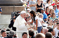 Papa Francesco saluta una bambina al suo arrivo all'udienza generale del mercoledi' in Piazza San Pietro, Citta' del Vaticano, 11 settembre 2013.<br /> Pope Francis greets a child as he arrives for his weekly general audience in St. Peter's Square at the Vatican, 11 September 2013.<br /> UPDATE IMAGES PRESS/Riccardo De Luca<br /> <br /> STRICTLY ONLY FOR EDITORIAL USE