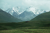 Das Tien-Shan-Gebirge an der Grenze zwischen Kasachstan und Kirgistan / The Tien Shan mountains on the border between Kazakhstan and Kyrgyzstan