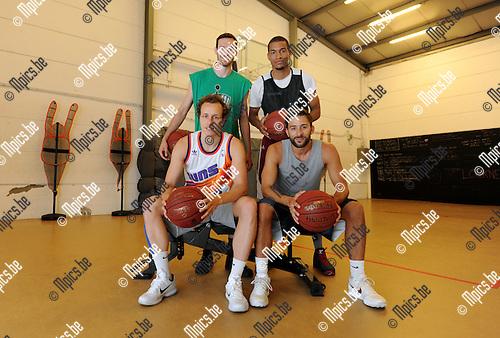 2015-06-17 / Basketbal / seizoen 2015-2016 / De Belgische 3 on 3 ploeg die gaat deelnemen aan de Europese spelen in Baku bestaat volledig uit Antwerpenaren. vooraan: Nick Celis met Domien Loubry (r.) achteraan: Thierry Mari&euml;n en Anthony Chada (r.)<br /><br />Foto: Mpics.be