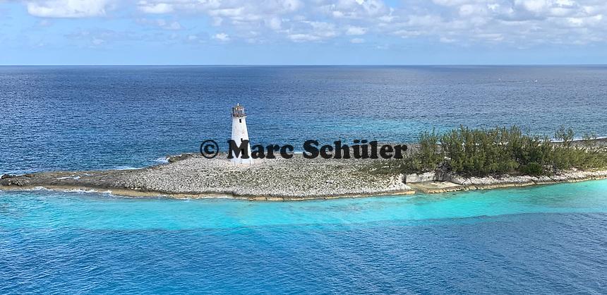 Leuchtturm im Hafen von Nassau, Bahamas im Sonnenuntergang - 26.01.2020: Nassau