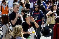 Roma, 11 Aprile 2014<br /> Presidio di protesta davanti al Ministero dell' Istruzione, università e ricerca di insegnati, e personale non docente.<br /> Contro la precarietà e per chiedere il reintegro di 8 miliardi di euro nei finanziamenti alla scuola pubblica.<br /> Blocco del traffico in viale Trastevere