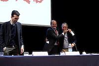 Milano: il segretario del Partito Democratico Pier Luigi Bersani saluta il sindaco di Milano Giuliano Pisapia.