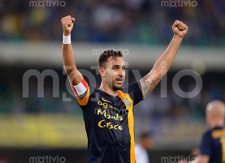 FUSSBALL INTERNATIONAL   SERIE A   1. Spieltag   SAISON 2013/2014    Hellas Verona - AC Mailand    24.08.2013 JUBEL Verona; Domenico Maietta