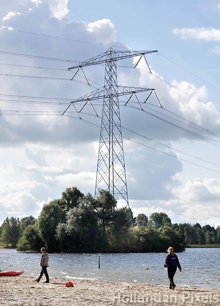 Nederland Almere  2018.   Hoogspanningsmast in het IJmeer.     Foto Berlinda van Dam / Hollandse Hoogte