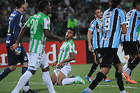 MEDELLIN -COLOMBIA. 02-04-2014. Accion de juego entre  los equipos  Atletico Nacional  de Colombia y Gremio de Brasil  durante el partido  de La Copa Bridgestone Libertadores de America   disputado en el estadio Atanasio Girardot /Action game between Atletico Nacional team Gremio in Brazil and Colombia during the match of the Copa Libertadores de America Bridgestone match at the Atanasio Girardot stadium. Photo: VizzorImage / Luis Rios  / Stringer