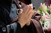 Nederland  Amsterdam  2016. Boeddhadag in Amsterdam. Viering van de geboorte van Boeddha op de Nieuwmarkt. Foto Berlinda van Dam / Hollandse Hoogte