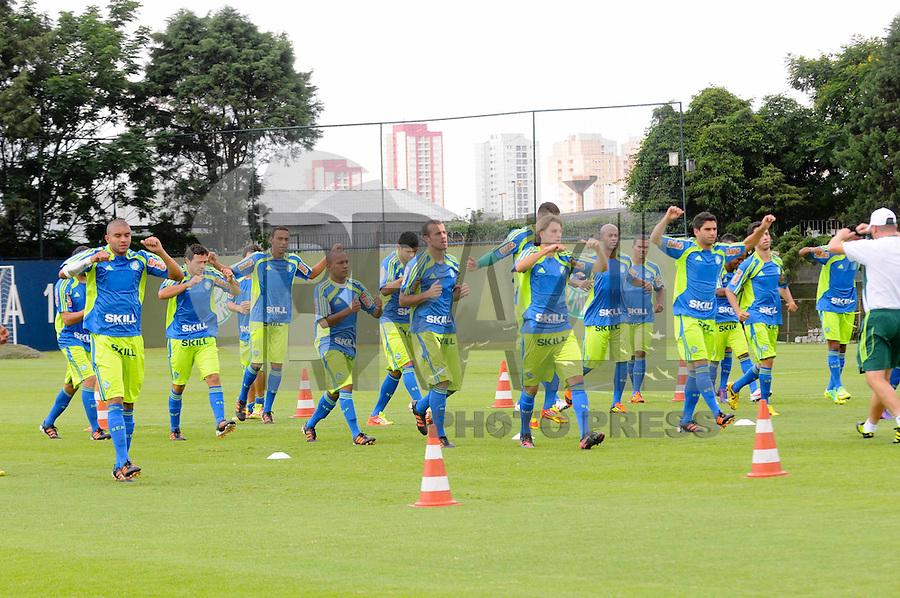 SAO PAULO, SP, 03 DE FEVEREIRO DE 2012. O jogadores durante treino no Ct da Barra Funda (FOTO: ADRIANO LIMA - NEWS FREE).