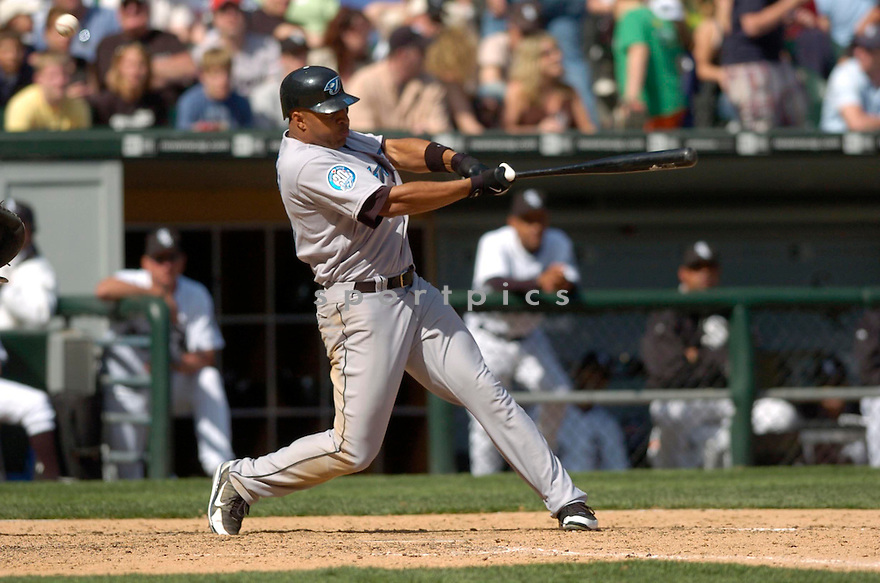 Vernon Wells in action during the Toronto Blue Jays v. White Sox game on April 15, 2006...White Sox win 4-2..David Durochik / SportPics