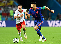 KAZAN - RUSIA, 24-06-2018: Jacek GORALSKI (Izq) jugador de Polonia disputa el balón con Radamel FALCAO (Der) jugador de Colombia durante partido de la primera fase, Grupo H, por la Copa Mundial de la FIFA Rusia 2018 jugado en el estadio Kazan Arena en Kazán, Rusia. /  Jacek GORALSKI (L) player of Polonia fights the ball with Radamel FALCAO (R) player of Colombia during match of the first phase, Group H, for the FIFA World Cup Russia 2018 played at Kazan Arena stadium in Kazan, Russia. Photo: VizzorImage / Julian Medina / Cont