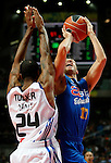 Asefa Estudiantes' Sergio Sanchez (r) and Real Madrid's Clay Tucker during ACB match.September 30,2010. (ALTERPHOTOS/Acero)