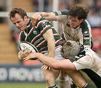 Leicester, ENGLAND. Exiles Declan Danaher and Bob Casey [cap], catch Austin Healey, with the ball during the Guinness Premiership, Rugby, Semi-Final. Leicester Tigers vs London Irish, at Welford Road, 14.05.2006. © Peter Spurrier/Intersport-images.com,  / Mobile +44 [0] 7973 819 551 / email images@intersport-images.com.   [Mandatory Credit, Peter Spurier/ Intersport Images].14.05.2006
