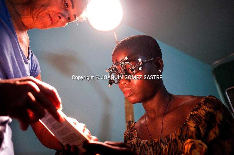 Componentes de la ONG  ACCI  realizan  consultas e intervenciones oftalmologicas en el hospital de San Juan de Dios ebn Afagnan (TOGO)  .foto © JOAQUIN GOMEZ SASTRE