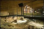 Resti di abitazione di età romana precedenti la creazione del portico d'ingresso alla cattedrale paleocristiana. Chiesa inferiore del Duomo. Museo diocesano.