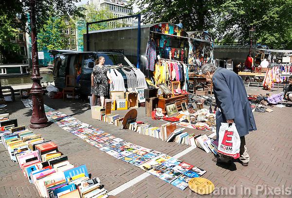 Nederland Amsterdam  2016. Het Waterlooplein. Markt voor tweedehands spullen, boeken en kleding .  Foto Berlinda van Dam / Hollande Hoogte