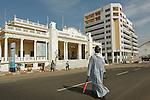 Africa, Afrika, Senegal, 17-09-2011, Dakar, Dakkar, Straatbeeld, , Centrale plein , place de l'independance. foto: michael Kooren/HH