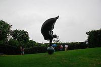 Jojutla, Morelos 29/Septiembre/2015.<br /> Como parte de las actividades de turismo en el estado de Morelos, se realiz&oacute; una visita a &ldquo;Jardines de M&eacute;xico&rdquo;, que consta de 51 hect&aacute;reas distribuidas en 31 has. de contemplaci&oacute;n, 3 has. &Aacute;reas de producci&oacute;n vegetal en invernaderos y 11has. de estacionamientos y servicios.<br /> Dentro de Jardines de M&eacute;xico, se puede encontrar jardines como:<br /> Jard&iacute;n de Cact&aacute;ceas, es un jard&iacute;n dedicado a mostrar la riqueza de la cultura mexicana con un paisaje t&iacute;pico del estado de sonora, en donde hay m&aacute;s de 700 ejemplares que fueron rescatados con ayuda de autoridades ambientales y de una minera cercana a Caborca, Sonora. Tambi&eacute;n se encuentra en dicho lugar el &ldquo;Gran Saguaro&rdquo;, un imponente cactus que sobresale por su tama&ntilde;o de m&aacute;s de 12mtrs de altura y m&aacute;s de 350 a&ntilde;os de edad.<br /> El Jard&iacute;n estilo japon&eacute;s, conformado con plantas, rocas, &aacute;rboles y ca&iacute;das de agua, este lugar es la perfecta sinton&iacute;a de elementos y simbolismos con significados profundos y milenarios. En  este pasaje se puede deleitar, el bamb&uacute;, puentes y arquitectura propia de la cultura japonesa. <br /> Jard&iacute;n estilo italiano, este jard&iacute;n est&aacute; dise&ntilde;ado a la semejanza de una Villa Italiana de la &eacute;poca del Renacimiento, resaltan las figuras geom&eacute;tricas y elementos arquitect&oacute;nicos con fuentes y esculturas t&iacute;picas de los jardines italianos de aquella &eacute;poca. <br /> El laberinto de los sentidos, es un jard&iacute;n dedicado al arte, mientras uno disfruta del recorrido que despertara los sentidos y la imaginaci&oacute;n. Un encuentro con la cultura, el asombro, el ingenio, y la creatividad de varios artistas. Entre otros jardines m&aacute;s.