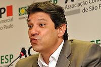 SAO PAULO, SP, 13 DE AGOSTO 2012 – O candidato a prefeitura de Sao Paulo Fernando Haddad (PT) participou nesta tarde de debate no predio da Associacao Comercial de Sao Paulo, na região central. (FOTO: THAIS RIBEIRO / BRAZIL PHOTO PRESS).