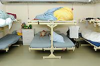 In Canton Ticino, a Biasca, un  bunker, attualmente affidato alla protezione civile elvetica, è stato destinato come centro di accoglienza per donne, minori e famiglie di richiedenti asilo politico e profughi. Una camerata.