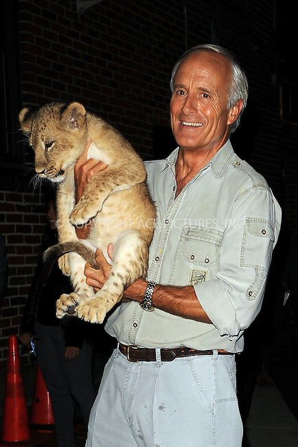 WWW.ACEPIXS.COM . . . . . ....November 10 2009, New York City....Naturalist Jack Hanna made an appearance at the 'Late Show With David Letterman' at the Ed Sullivan Theater on November 10, 2009 in New York City.....Please byline: KRISTIN CALLAHAN - ACEPIXS.COM.. . . . . . ..Ace Pictures, Inc:  ..tel: (212) 243 8787 or (646) 769 0430..e-mail: info@acepixs.com..web: http://www.acepixs.com