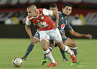 BOGOTÁ -COLOMBIA, 07-02-2016. Sergio Otalvaro (Izq.) jugador de Santa Fe disputa el balón con David Silva (Der.) jugador de Millonarios durante partido entre Independiente Santa Fe y Millonarios por la fecha 3 de la Liga Aguila I 2016  jugado en el estadio Nemesio Camacho El Campin de la ciudad de Bogota. / Sergio Otalvaro (L) player of Santa Fe struggles for the ball with David Silva (R) player of Millonarios during a match between Independiente Santa Fe and Cucuta Deportivo for the date 3 of the Liga Aguila I 2016 played at the Nemesio Camacho El Campin Stadium in Bogota city. Photo: VizzorImage/ Gabriel Aponte / Staff