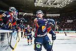 Stockholm 2014-03-27 Ishockey Kvalserien Djurg&aring;rdens IF - R&ouml;gle BK :  <br /> Djurg&aring;rdens Dustin Johner har gjort 3-2 och jublar med lagkamrater<br /> (Foto: Kenta J&ouml;nsson) Nyckelord:  DIF Djurg&aring;rden R&ouml;gle RBK Hovet jubel gl&auml;dje lycka glad happy