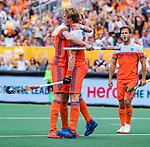 Den Bosch  -  Jip Janssen (Ned) scoort uit een strafcorner  en viert het met Joep de Mol (Ned) en rechts Jeroen Hertzberger (Ned)   tijdens   de Pro League hockeywedstrijd heren, Nederland-Belgie (4-3).    COPYRIGHT KOEN SUYK