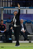 Calcio, finale di Champions League Juventus vs Barcellona all'Olympiastadion di Berlino, 6 giugno 2015.<br /> FC Barcelona's coach Luis Enrique gives indications to his players during the Champions League football final between Juventus Turin and FC Barcelona, at Berlin's Olympiastadion, 6 June 2015. Barcelona won 3-1.<br /> UPDATE IMAGES PRESS/Isabella Bonotto
